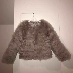 Inte ens ett år gammal FAKE pälsjacka från DM (Dennis Maglic) köpt för 1500kr, frakten 50kr