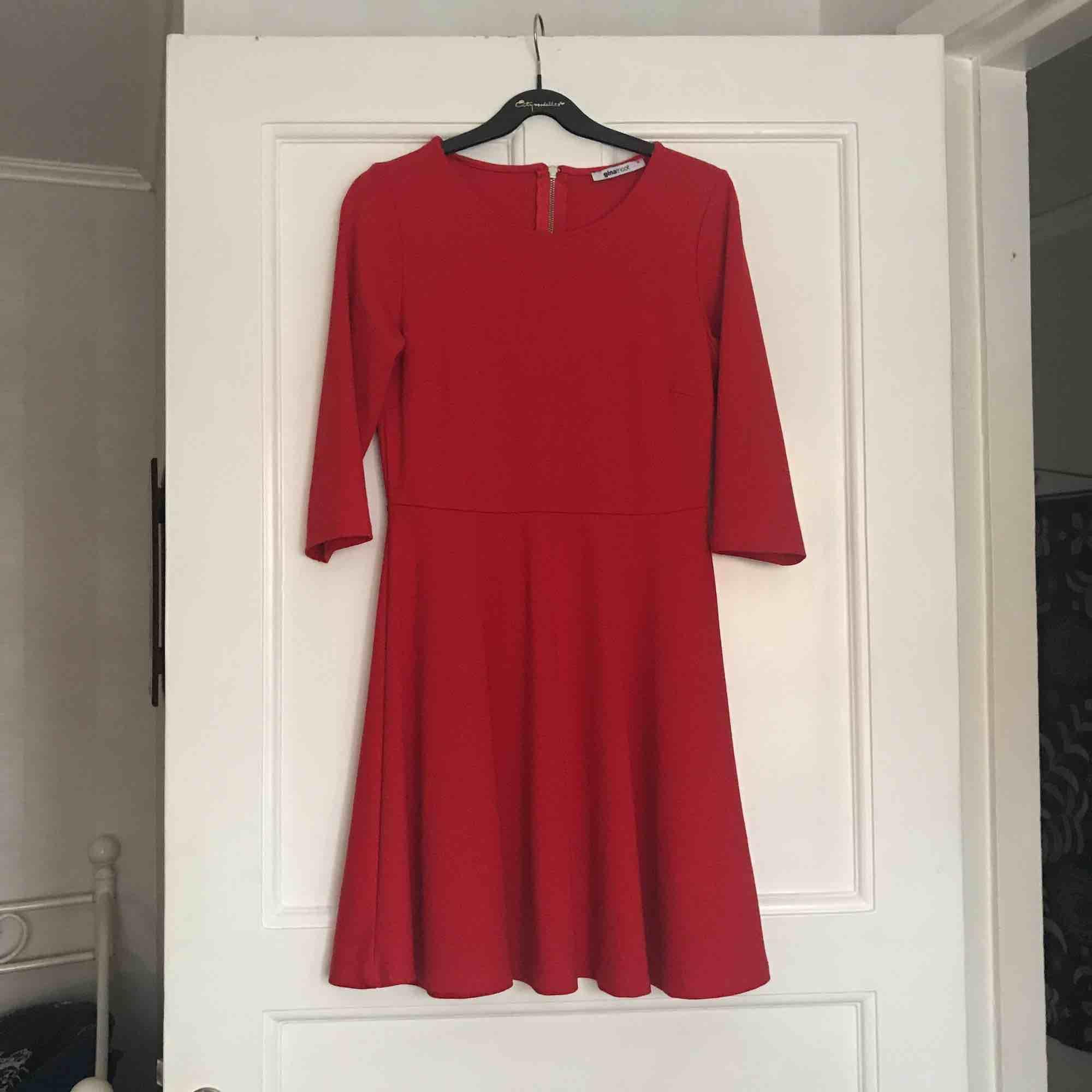 Klänning från Gina tricot. Använd en gång bara!  Bjuder på frakt! ❤️. Klänningar.