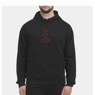 Jag och ett par kompanjoner har startat ett eget klädesmärke och tänkte posta lite på Plick. Skriv om du vill se alla färger.  Frakt tillkommer (ca 50kr)  Hoodie = 299 kr Sweatshirt = 249 kr T-shirt = 99 kr
