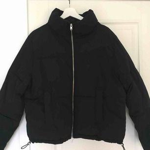 Puffer jacket från hm! möts gärna upp i Malmö, annars tillkommer frakt på 50kr :)