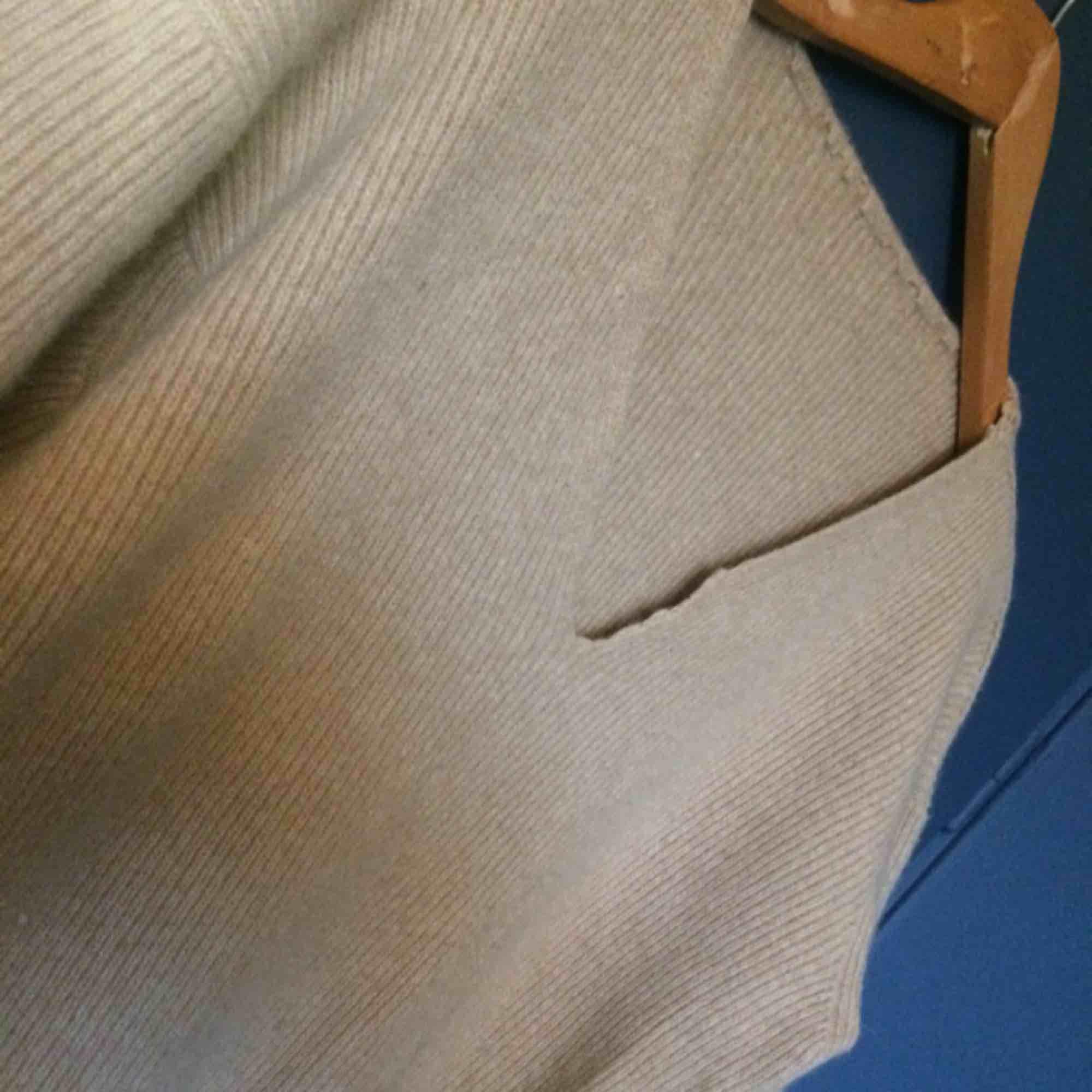 c15755fed4a Ingen Superskön mysig tröja funkar med både jeans eller strumpbyxor under.  Värmer väldigt bra! Ingen Superskön ...