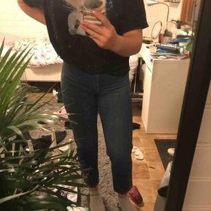 """Ett par jättefina jeans från Monki, i modellen """"Taiki"""". Köptes på second hand men känns som nya! Säljes då de är för små!😊"""