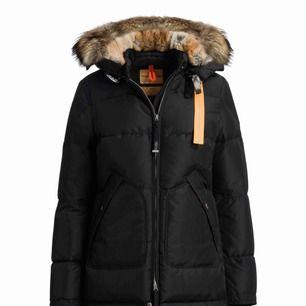 Byta parajumper long bear xxs extremt bra skick mot canada goose Victoria parka eller säljer för 6000