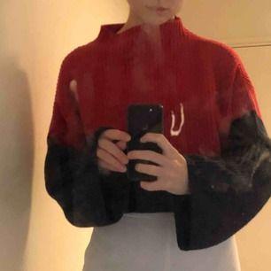Croppad Stickad tröja från monki  Knappt använd  Storlek s  ❤️❤️❤️👍🏼💕💕