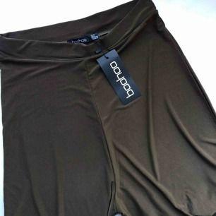Oanvända gröna vida byxor från boohoo. Lappen kvar! Fint stretchigt material. Storlek 40. Möts i Gbg eller postar mot fraktkostnad 💌