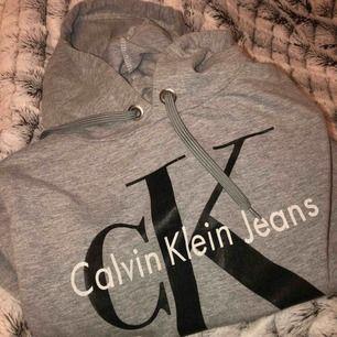 Calvin Klein liknande hoodie,Storlek: XS-S Nästan aldrig använd