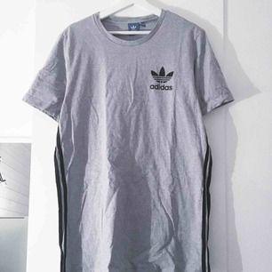 Adidas tshirt. Bra skick, använd ett fåtal gånger. Frakt ingår i priset :)