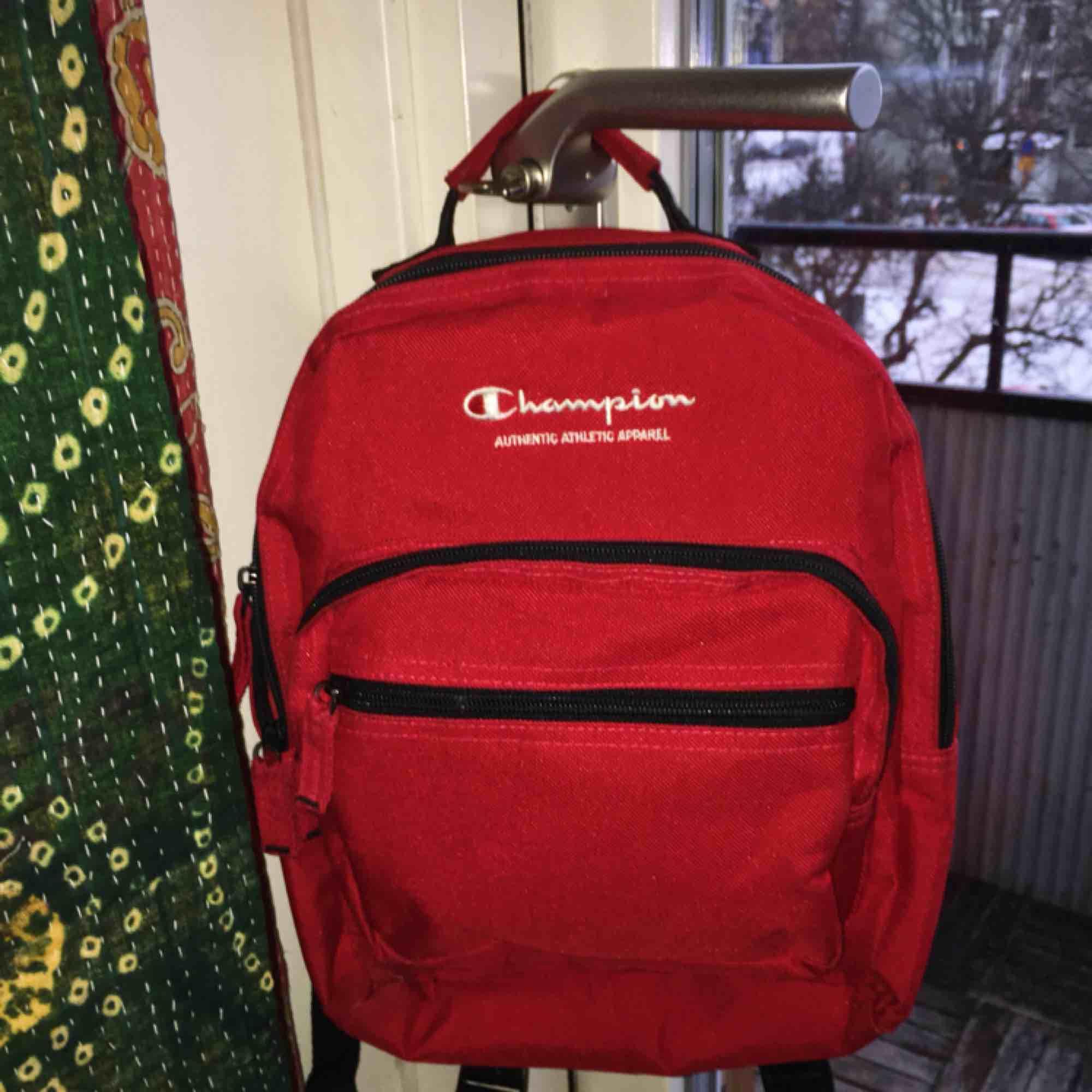Den är mindre En knallröd ryggsäck från champion. Riktigt snygg 26bb28936f28a