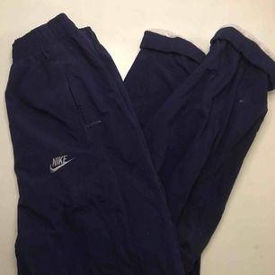 Skitcoola byxor från Nike, köpta på Humana. Säljes pga kommer inte till användning.