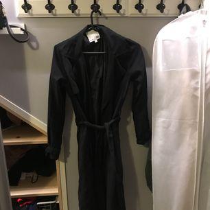 Lång kappa i svart! Aldrig haft på mig endast provat