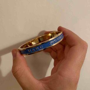 Marc Jacobs armband i blått och guld