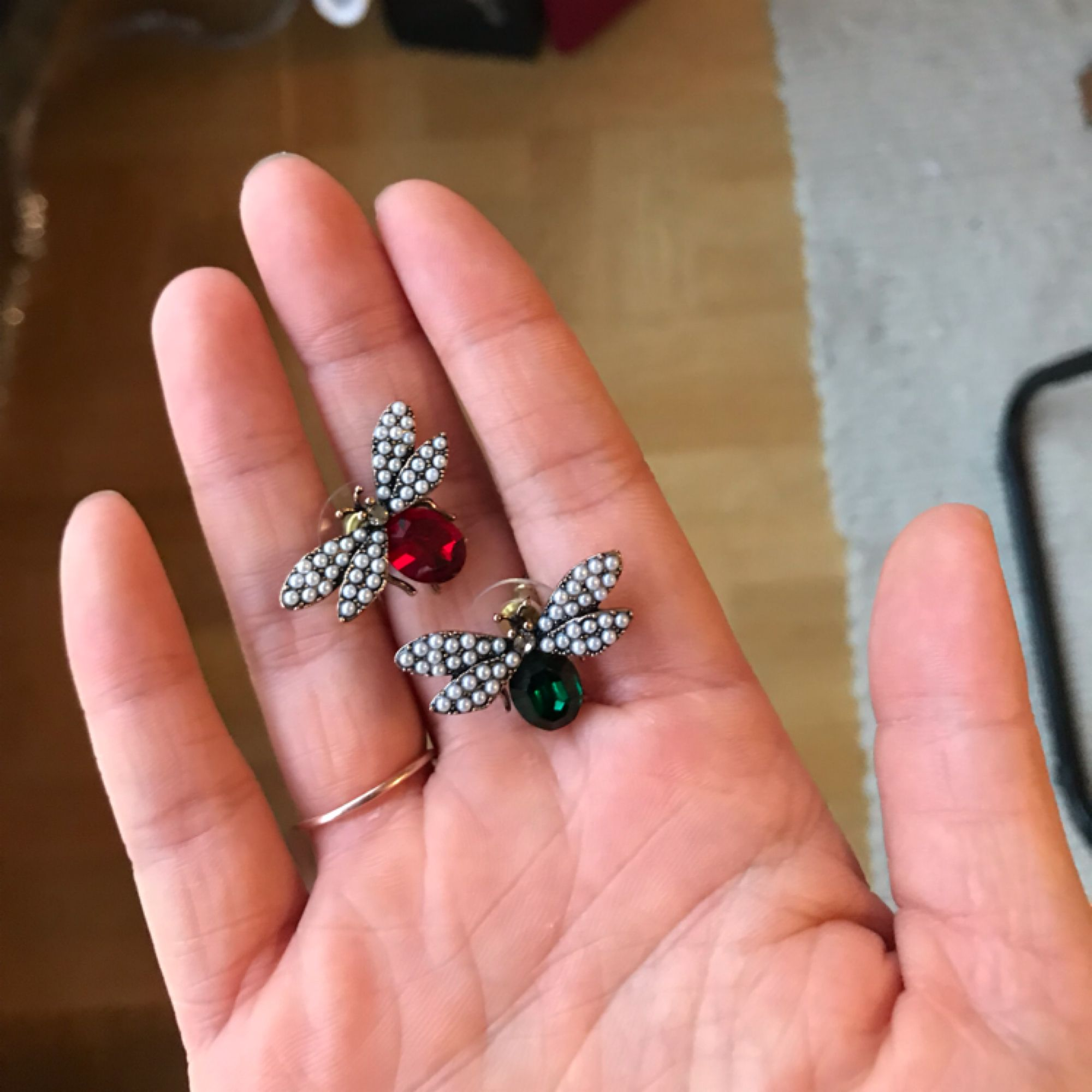 Bugs earrings. Can be worn as pins also. . Accessoarer.