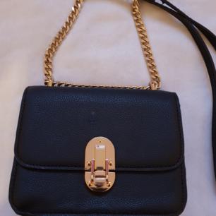 Liten väska från MNG