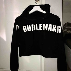 Cropped hoodie från bikbok✨   (Fraktkostnad tillkommer)