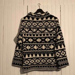 Stickad tröja från Zara. Använd max 1-2 gånger så den är så gott som ny! Frakt tillkommer:-)
