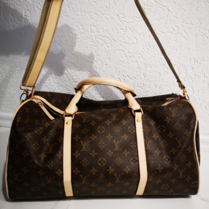 Louis Vuitton resväska     mycket bra AA kopia    Mått längd 47 cm  bredd 27cm höjd 25 cm      Kan frakta spårbar köparen betalar 58 kr  Sms vid intresse