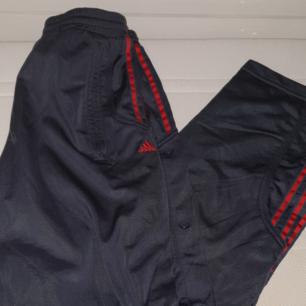 Trackpants (popperpants) från Adidas med knappar på sidan