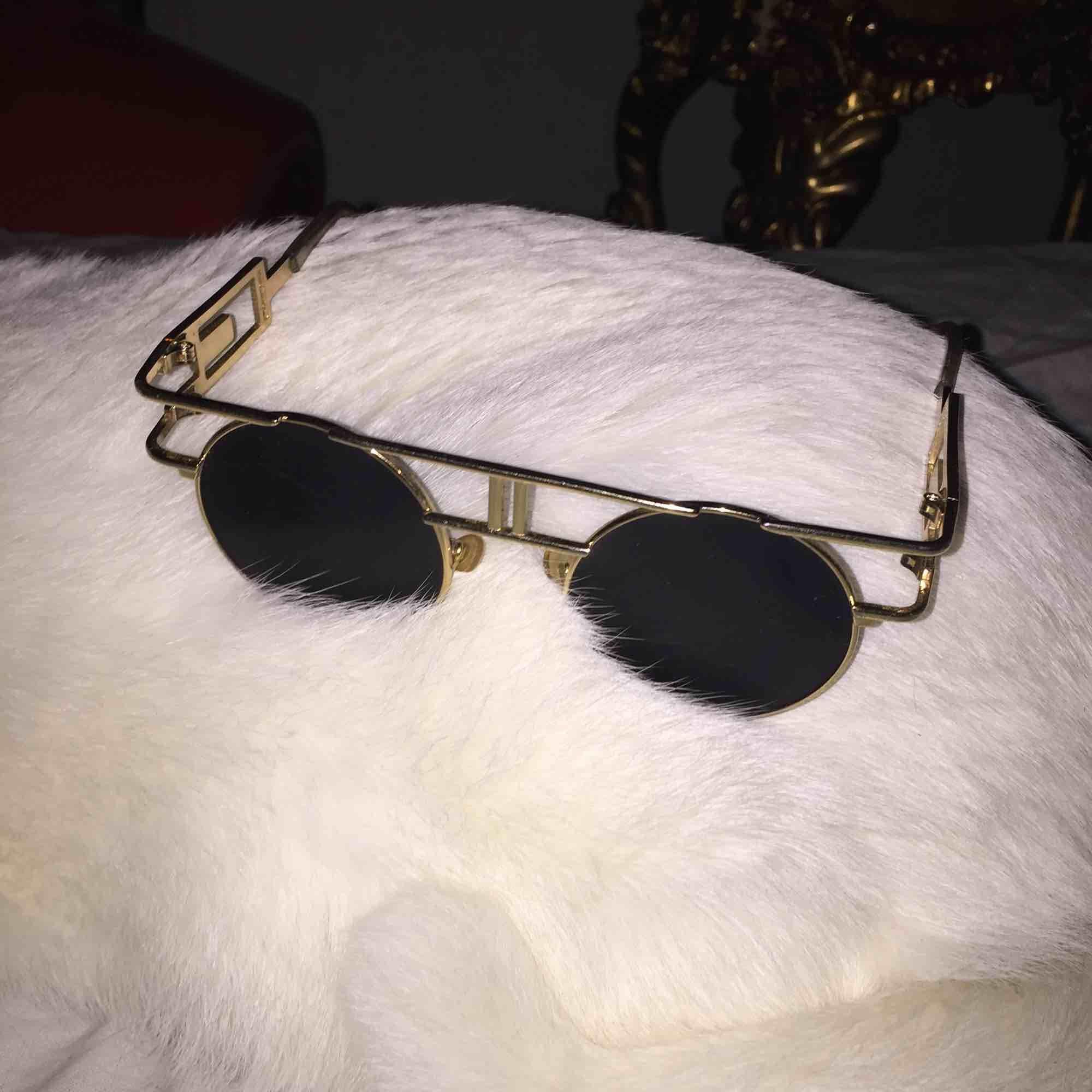 Ascoola solbrillor knappt använda, frakt ingår.. Accessoarer.