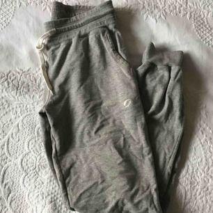 Säljer ett par byxor från soc som är i använda några gånger