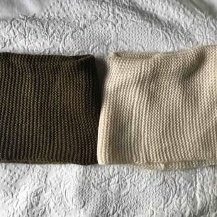 Två tubhalsdukar som jag köpte för några år sedan, de är så sköna! Har dock ett enormt överflöd just av halsdukar så jag måste rensa. Paketpris är 50kr