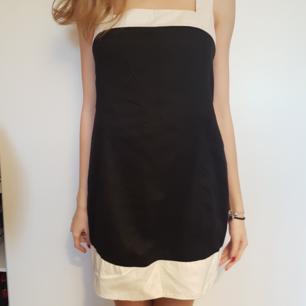 Fin klänning från UCB Köpt från en Outlet i Tyskland förra sommaren men tyvärr kommer den aldrig till användning