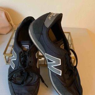 Ett par snygga och bekväma skor från New Balance. Säljer då jag inte använder dom längre!