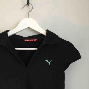 svart pike t-shirt i mjukt material från puma. sparsamt använd. kan mötas upp i göteborg eller frakta (isf står köparen för frakten). fler bilder kan ges på efterfrågan.