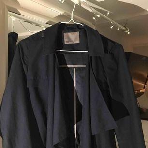 Blå trench coat från Vero Moda🌱✨🌱✨ Tunt material
