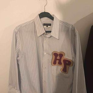 CDG Homme Plus skjorta, aldrig använd! Ger lite oversized känsla, tunnt material...  Nypris: 5000kr    Köpt på Trés Bien!