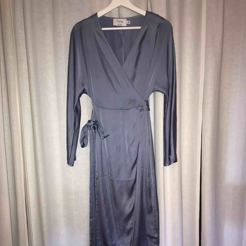 Helt oanvänd och superfin kimono klänning. Passar 34-38. Hanna Fribergs kollektion. Klänningar.