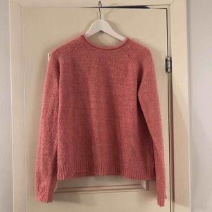 Stickad tröja, köpt secondhand men fint skick! Storlek L (sitter mer som en M) 40 kr (+frakt tillkommer)