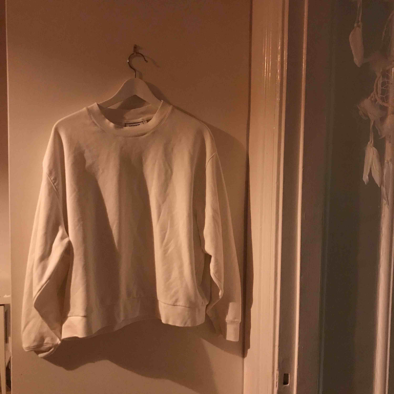 Fin tröja från weekday. Nypris 300 nästan oanvänd strl medium :) . Tröjor & Koftor.