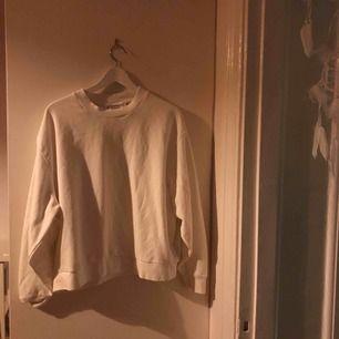 Fin tröja från weekday. Nypris 300 nästan oanvänd strl medium :)