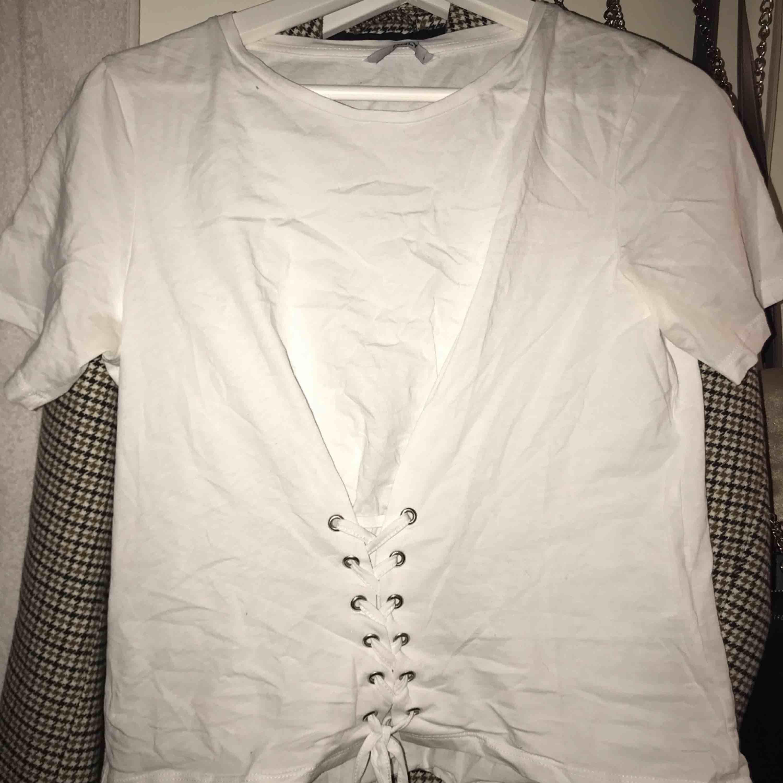 Super fin T-shirt från Only. Storlek S. Köparen står för frakt 💖. T-shirts.