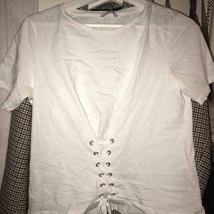Super fin T-shirt från Only. Storlek S. Köparen står för frakt 💖