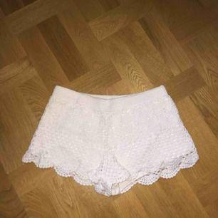 Söta virkade shorts från h&m. Köparen står för frakt