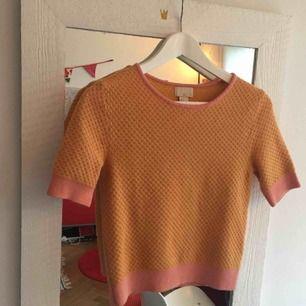 gul och rosa stickad tröja från hm! Ull! använd 1 gång!