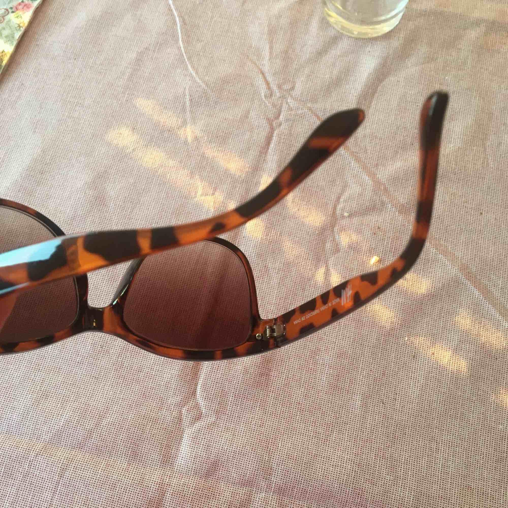Solglasögon, frakt ingår inte i priset! Gott skick! . Accessoarer.