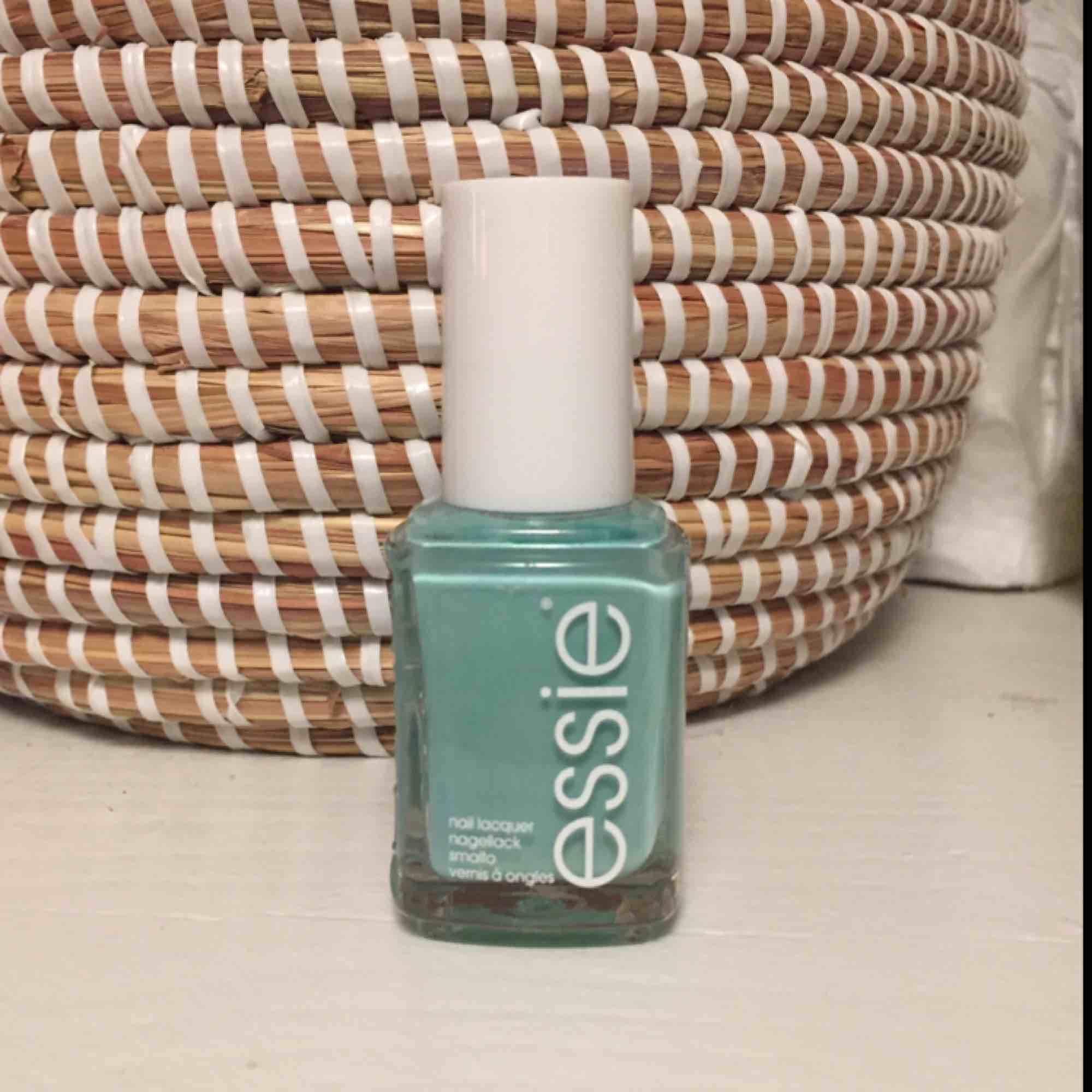 Ny oöppnad Essie nagellack i färgen mint candy Apple. Frakt kostar 25 kr.. Accessoarer.