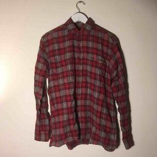 Flanellskjorta från rappson i använt skick!