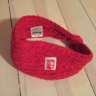 Hårband eller scarf. Stickad. Röd. Frakt tillkommer ⭐️