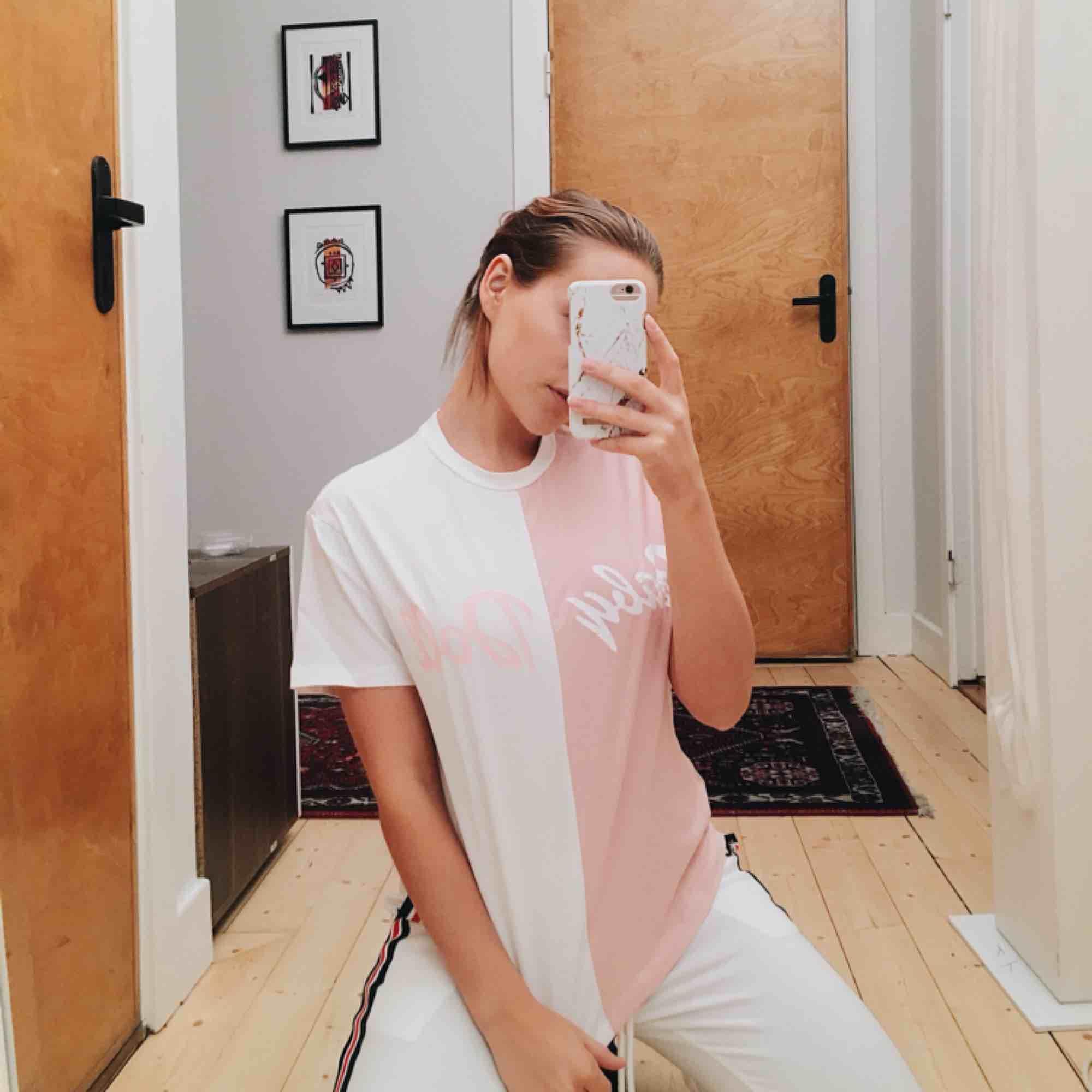 Nästintill oanvänd tröja   Kan skickar mot frakt för 29kr 💕. T-shirts.