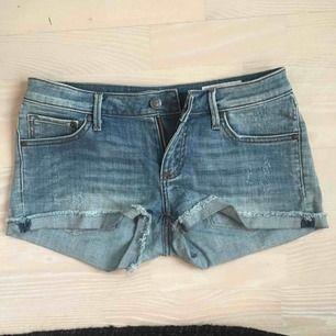 Snygga shorts från Crocker, med lite slitningar. Frakt får köpare stå för💙