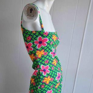 60-tals psychadelic klänning bonanza!✌🏻🌻✨ Perfekt skick! (Ej stretch!!)  Frakt tillkommer!🌻