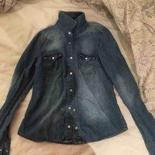 Jeansskjorta från ginatricot, storlek 38. Köpare står för frakt💙💙