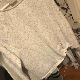 Jätte fin tröja ifrån Vero Moda! Använd 1 gång! Ny pris ca 499kr