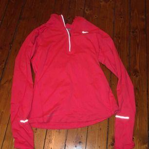 Långärmad träningströja från Nike, kan mötas upp i Sthlm eller frakta