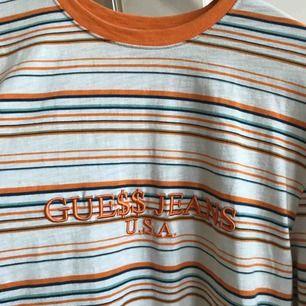 Ber om ursäkt för bilderna. En sjukt nice långärmad tröjan från Guess x ASAP Rocky. Älskar denna men funderar nu på att sälja den då jag inte tycker jag använder den tillräckligt. Hör av dig vid frågor eller för fler bilder.