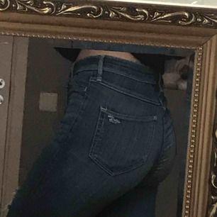 Super snygga jeans från hollister. Storleken motsvarar XS. Nypris 500kr. Jätte sköna, mycket skönare än många andra jeans jag äger.