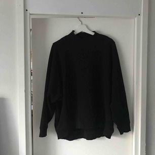 Turtle-neck sweater från monki. Fint men använt skick!